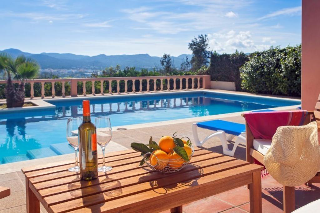 Location villa ibiza piscine priv e buscastell les for Piscine ibiza avis