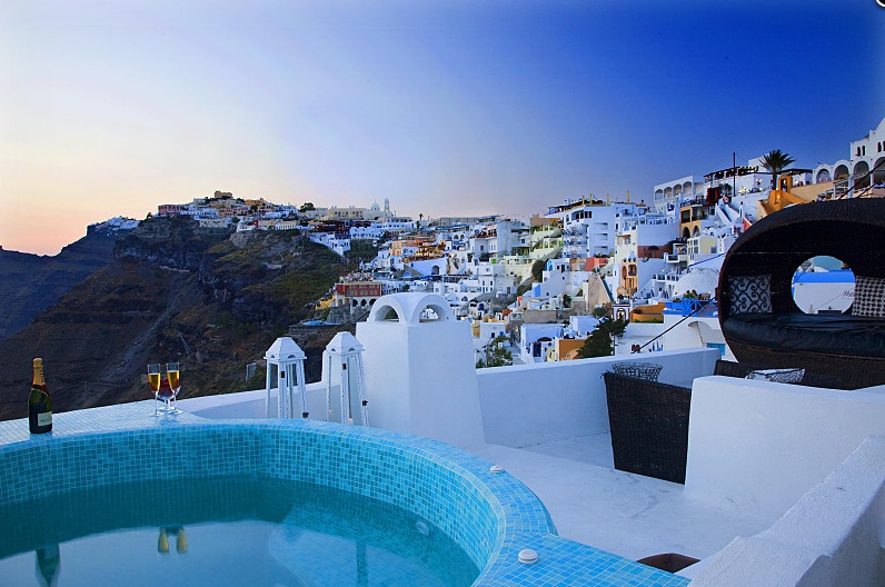 grece santorin location vacances villa de luxe avec jacuzzi. Black Bedroom Furniture Sets. Home Design Ideas