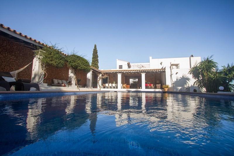 Location villa de luxe ibiza piscine priv e iles bal ares for Piscine ibiza avis