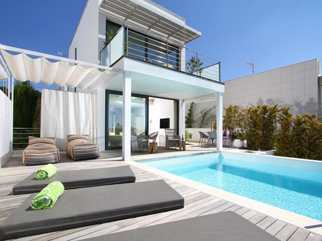 location villa majorque piscine priv e bord de mer alcanada les. Black Bedroom Furniture Sets. Home Design Ideas