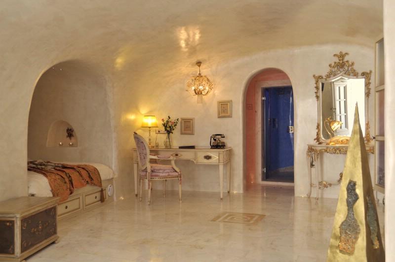 Location villa de luxe santorin avec piscine chauff e for Villa de luxe avec piscine interieure