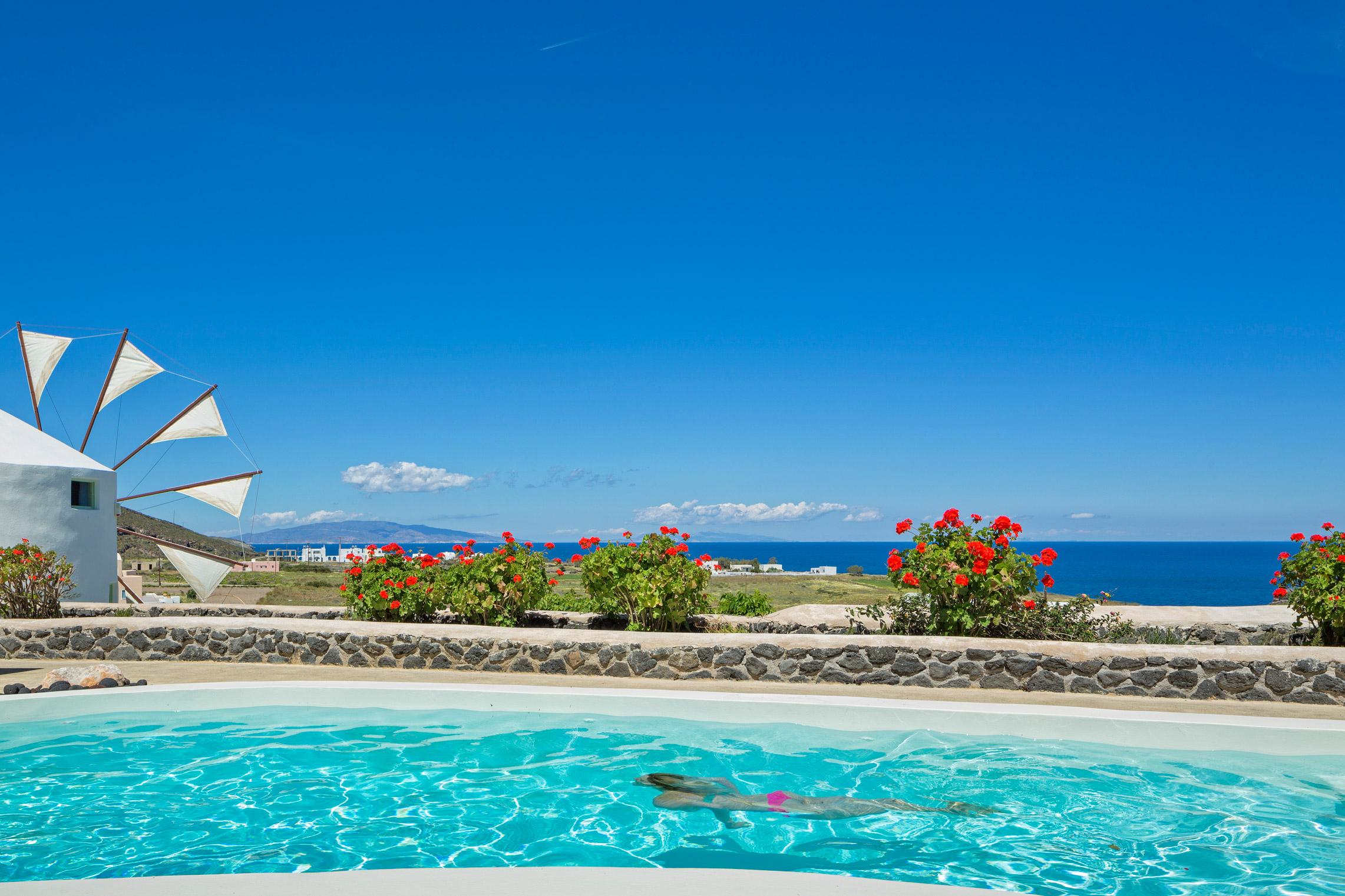 Location vacances villa moulin typique de santorin avec - Location vacances avec piscine privee ...