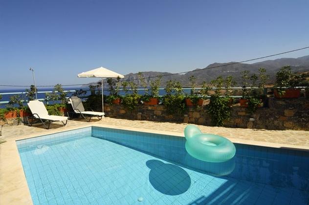 location villa crete pour 4 personnes avec piscine prive et une magnifique vue sur la